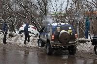В Туле опрокинувшийся в кювет BMW вытаскивали три джипа, Фото: 28