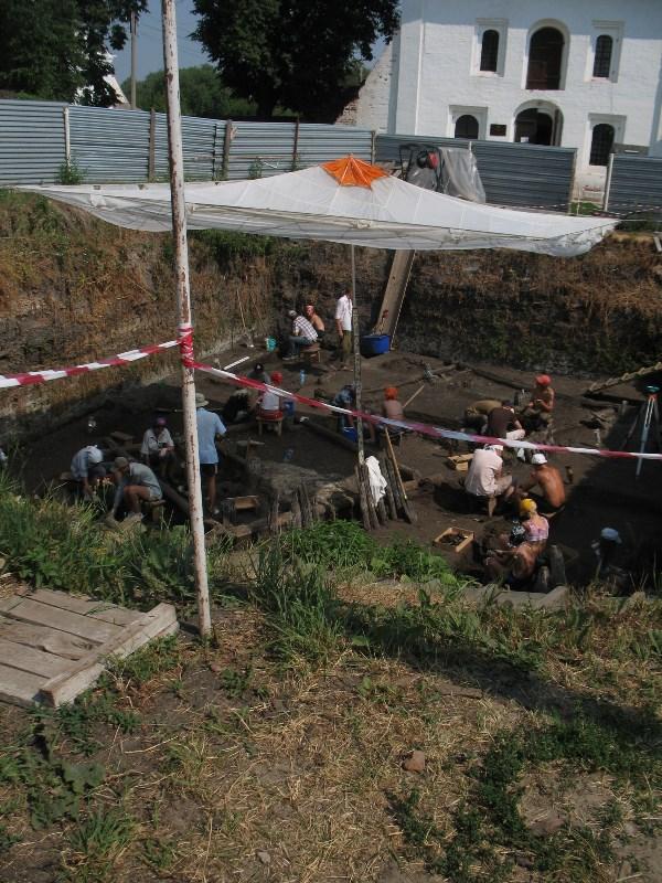 Раскопки археологические