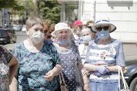 В Туле пенсионеры толпятся в огромной очереди на продление проездных, Фото: 16