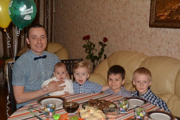 Четыре сыночка - хорошо, растим футбольную команду.