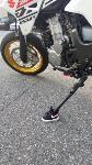 Мотоцикл с маленьким кроссовком на подножке, Фото: 8