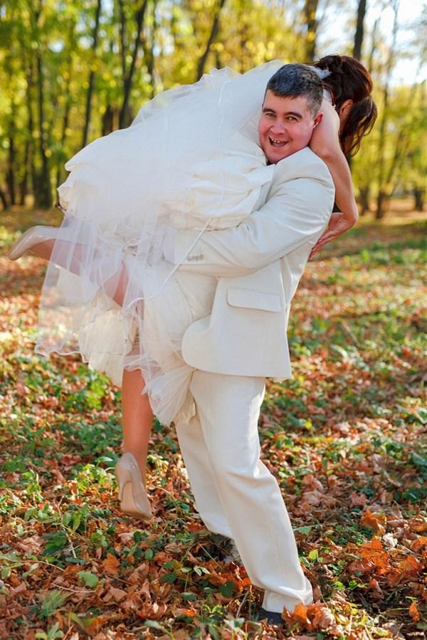.. Вдруг какой- то мужичок Ленку замуж поволок!...)