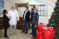 Депутаты Тульской облдумы подарили пациентам областной детской больницы новогодние подарки, Фото: 6