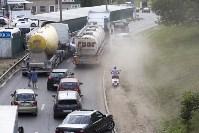 В Туле на Калужском шоссе столкнулись фура и легковушка, Фото: 2
