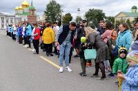 Толпа туляков взяла в кольцо прилетевшего на вертолете Леонида Якубовича, чтобы получить мороженное, Фото: 6