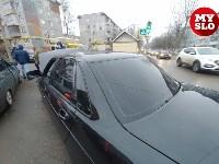 На ул. Ложевой в Туле после столкновения ВАЗ вылетел на тротуар, Фото: 8