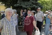 В Туле пенсионеры толпятся в огромной очереди на продление проездных, Фото: 1