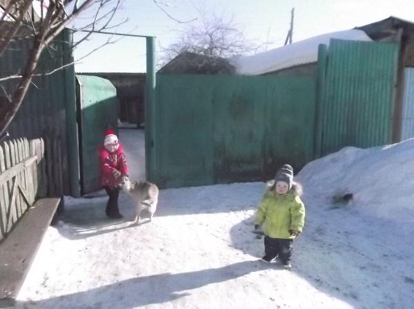 сугробы дети рады зиме морозу даже