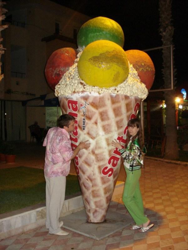 """В жару только мороженое и спасает :) Пожалуй, одного такого """"рожка"""" нам хватит)))"""
