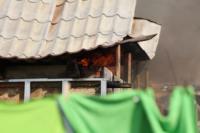 С огнем в жилом доме в селе Теплое боролись три пожарных расчета, Фото: 18