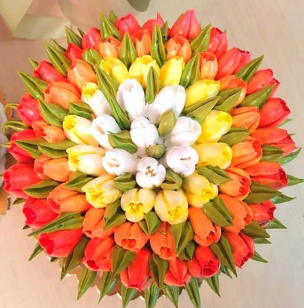 🎀𝓛𝓪𝓻𝓲𝓼𝓪 🎀  тюльпаны из белкового крема.