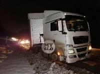 На обочине дороги Тула-Новомосковск в районе Петелино застряла фура, Фото: 2