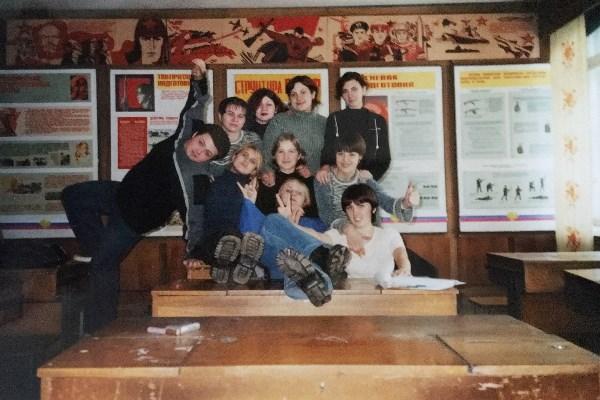Дружный и веселый костяк нашей группы!Машиностроительный колледж им. Н. Демидова (я-сижу, крайняя справа)