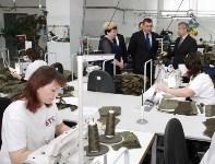 В Дубенском районе Алексей Дюмин осмотрел швейную фабрику, Фото: 6