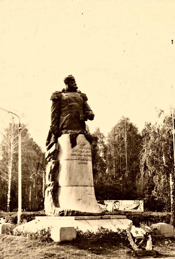 Комсомольский парк и Руднев 49 лет назад...