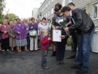 Вручение ключей от новых квартир переселенцев из аварийного жилья в Донском, Фото: 1