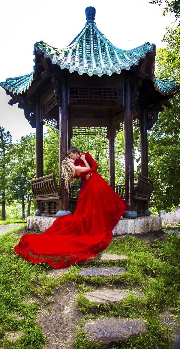 Lady & gentlemen in red :-)