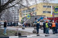 В центре Тулы на грузовую фуру упал электрический столб, Фото: 2