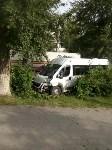 На улице Кирова микроавтобус снес забор, Фото: 4