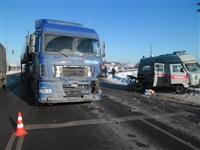 Автомобиль «скорой помощи» столкнулся с грузовиком, Фото: 1