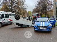 В центре Тулы машина спецсвязи попала в ДТП с «перевертышем», Фото: 2