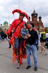 Толпа туляков взяла в кольцо прилетевшего на вертолете Леонида Якубовича, чтобы получить мороженное, Фото: 66