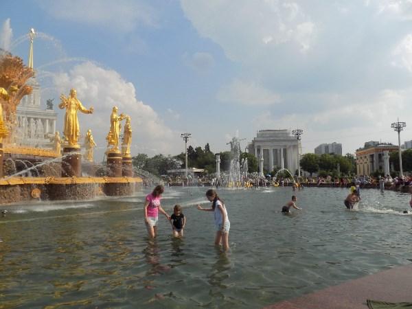 В фонтане...