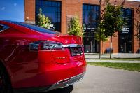 Владелец первого электромобиля Tesla рассказал, почему теперь не хочет ездить на других машинах, Фото: 32