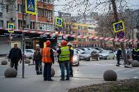 В центре Тулы на грузовую фуру упал электрический столб, Фото: 13