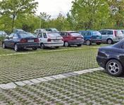 Прага. Обычная парковка для машин во дворе. Чисто и аккуратно, Фото: 5
