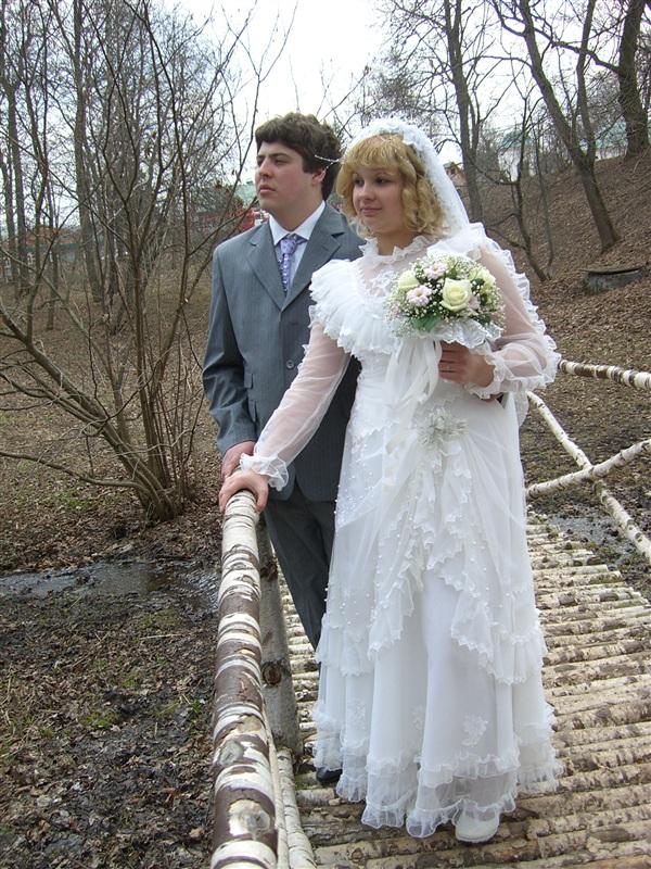 Любимый, 14 февраля пройдет ровно 7 лет как мы с тобой познакомились, и через пару месяцев - 5 лет с нашей свадьбы. Все эти годы мы с тобой, как и на этой фотографии, смотрели в одном направлении и шли к своим целям, поддерживая друг друга. Я верю, что так будет всю жизнь..! Пришло время нам задуматься и о пополнении!)