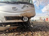 На ул. Щегловская Засека в Туле столкнулись автобус и кроссовер, Фото: 5