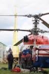В кремле приземлился вертолет, который установит шпиль колокольни, Фото: 9