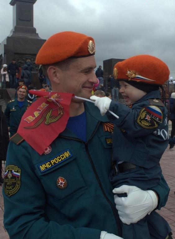 Любовь к Родине  и патриотизм воспитывается с детства!   Шишкин Степан ( 1 год) и его папа Константин