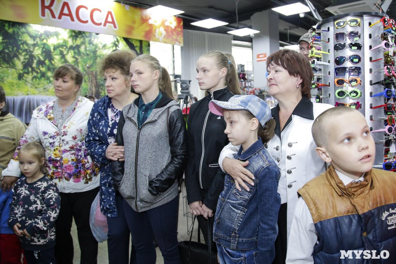 6d8b5d385040 Магазин «Планета Одежда Обувь» на Красноармейском проспекте поздравил детей  с праздником - Новости компаний Тулы и области – Фотогалерея, фото 14 -  MySlo.ru
