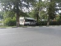 На улице Кирова микроавтобус снес забор, Фото: 2