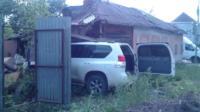 Внедорожник въехал в нежилой дом на ул. Кирова, Фото: 4