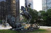Монумент «Добро побеждает Зло». Скульптура установлена перед зданием ООН в Нью-Йорке в 1990 году и символизирует окончание холодной войны., Фото: 5