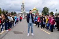 Толпа туляков взяла в кольцо прилетевшего на вертолете Леонида Якубовича, чтобы получить мороженное, Фото: 10