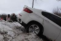 В Туле опрокинувшийся в кювет BMW вытаскивали три джипа, Фото: 26