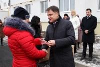 Владимир Груздев вручил ключи от квартир новоселам из Донского , Фото: 2