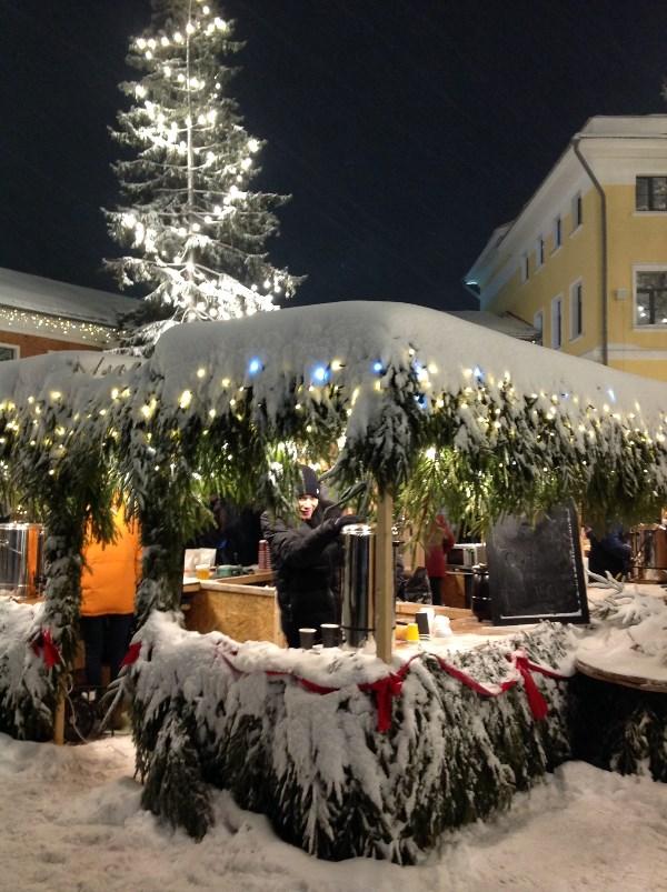 """Городское пространство """"Искра"""". Рождественская ярмарка. Глинтвейн здесь был весьма неплох."""