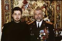 Юрий Андрианов при полном параде и его сын. Эта фотография стоит у тульского премьера на столе., Фото: 2