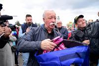 Толпа туляков взяла в кольцо прилетевшего на вертолете Леонида Якубовича, чтобы получить мороженное, Фото: 42