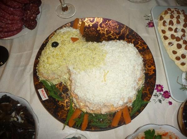 """Обычная """"мимоза"""" в виде совсем обычной овечки) Рецепт, думаю, никому не нужен."""