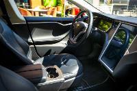 Владелец первого электромобиля Tesla рассказал, почему теперь не хочет ездить на других машинах, Фото: 17