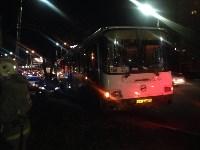 На улице Пузакова пассажирский автобус съехал с дороги, Фото: 1
