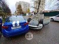 В центре Тулы машина спецсвязи попала в ДТП с «перевертышем», Фото: 4
