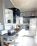 Интерьер кухни  также выполнен  в контрастной гамме. , Фото: 1