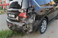 """В Туле """"Opel"""" перелетел бордюр и протаранил припаркованный """"Infiniti"""", Фото: 6"""